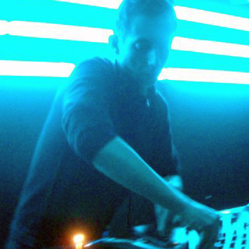 "<a href=""http://www.residentadvisor.net/dj/richardseeley"">Richard Seeley</a>"